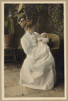 Vintage Portrait of a Mother holding a Baby Child on the Patio Outside - image gratuit #314137
