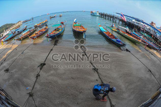 Barco de pesca en una playa - image #317417 gratis