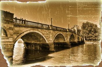 GASSY SPOTTED IN 1925 PHOTO OF RICHMOND BRIDGE - image gratuit #322207