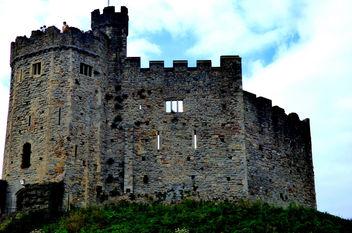 Cardiff Castle #wales #dailyshoot #leshainesimages - Free image #324427
