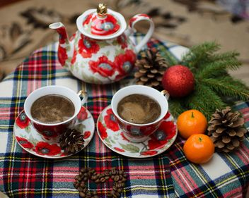 Warm coffee and Christmas decorations - бесплатный image #327317