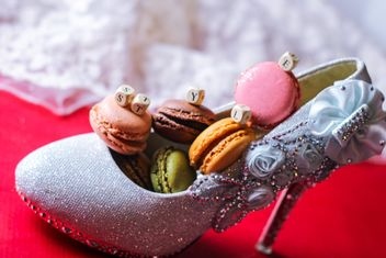Macarons in shoe vase - бесплатный image #327797