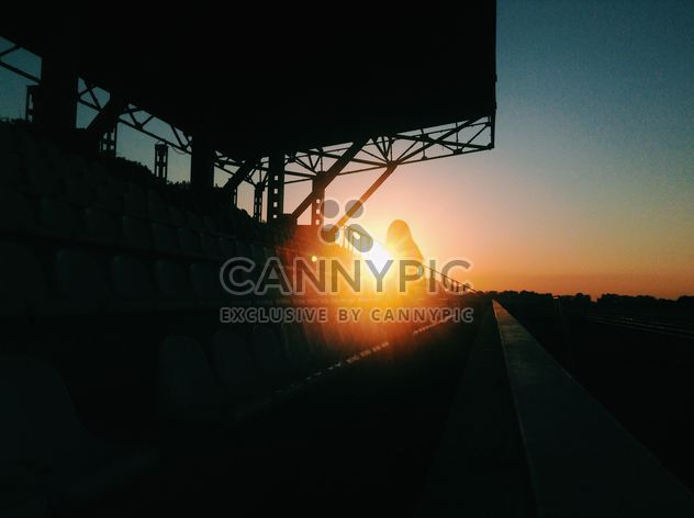Девушка на солнце на закате - бесплатный image #328187