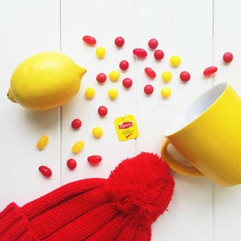 Red and yellow objects on a white background - image #329187 gratis