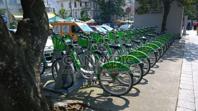 Verde de aluguer de bicicletas em Batumi, Geórgia - Free image #330307