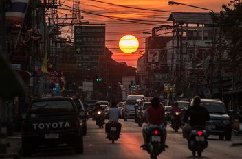 Sunset in the city thoroughfares - image gratuit #330387