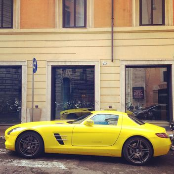 Yellow Mercedes car - image gratuit #331077