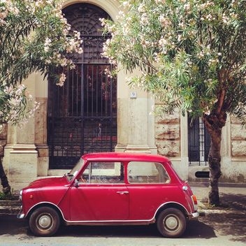 Old red Innocenti car - image #331137 gratis