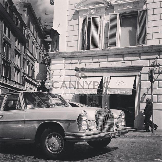 Old Mercedes car in street of Rome - бесплатный image #331187
