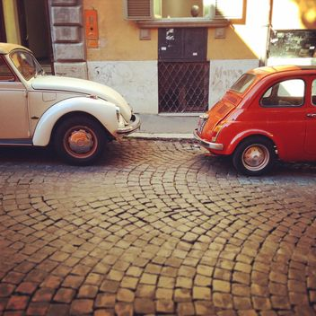Old cars parked in street - image gratuit #331417