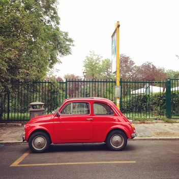 Old red Fiat 500 - image gratuit #331437