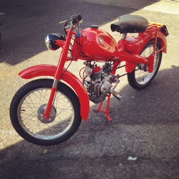 Red Motom 48 motorcycle - image #331487 gratis