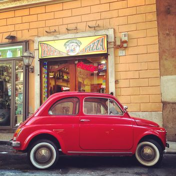 Old red Fiat 500 car - image gratuit #331747