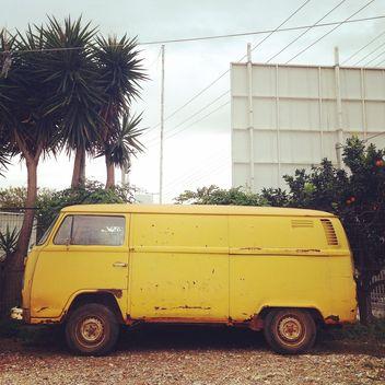 Yellow Volkswagen van - image gratuit(e) #331767