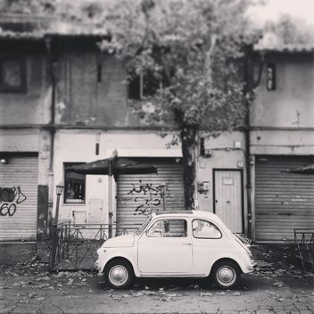 Old white Fiat 500 car - image gratuit(e) #331777