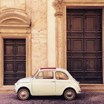 Fiat 500 near the house= - image gratuit #331837