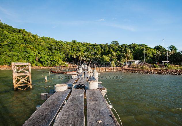 Muelle de madera o una playa - image #332917 gratis