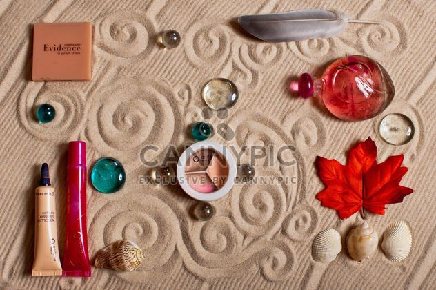 Cosmetics, decorative stones and seashells - image #333237 gratis