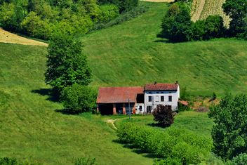 group of houses in the countryside - image #333697 gratis
