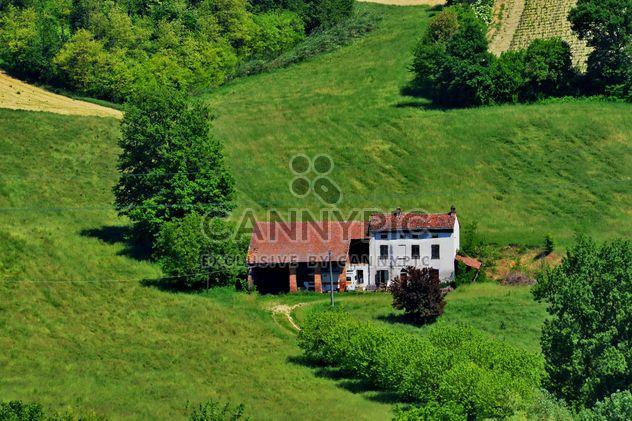 Grupo de casas en el campo - image #333697 gratis