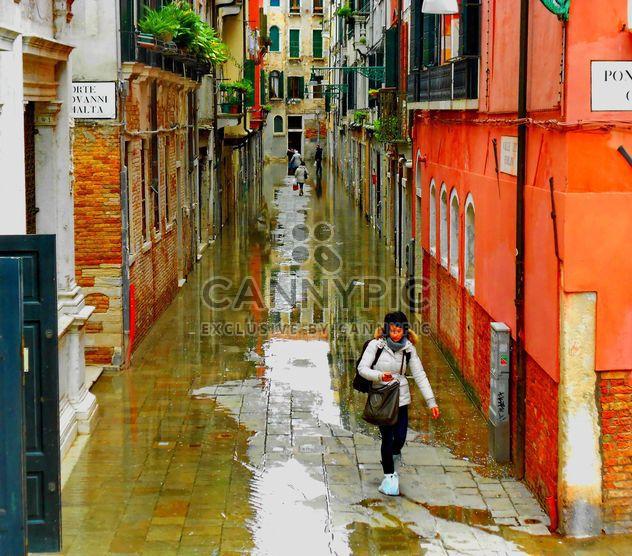 Calles lluviosas de Venecia -  image #334987 gratis