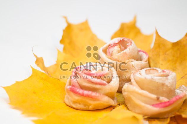 Розы из теста и яблоки - бесплатный image #337837
