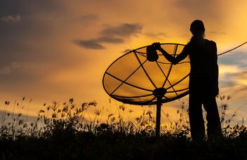 Man near satellite antenna - бесплатный image #338557