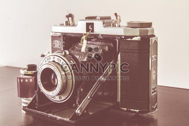 Câmera antiga na tabela - Free image #341347