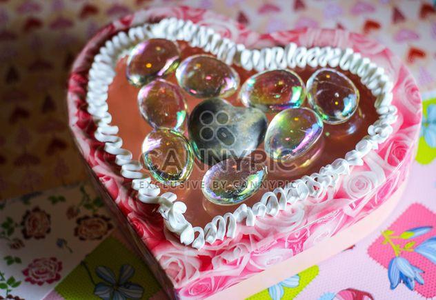 Белый крем на желе торт в форме сердца - бесплатный image #342067