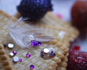 Vanilla still life with pearls and glitter - image gratuit #342107