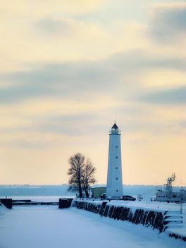 a winter lighthouse - image #342867 gratis