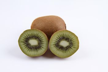 Kiwi fruits isolated on white - image gratuit #343557