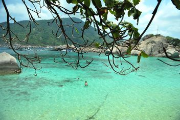 Sea water of Nangyuan lsland in thailand - бесплатный image #344057