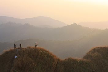 Group of tourists in mountains at sunset - бесплатный image #344577