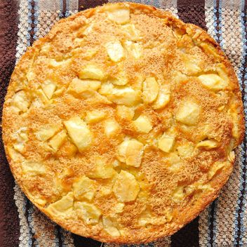 Closeup of fresh apple pie - image gratuit #346907