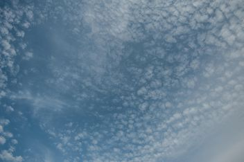 Background of blue sky with clouds - Kostenloses image #347287