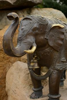 Statue of elephant on stone closeup - бесплатный image #348507