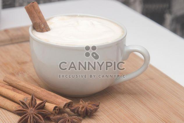 Tasse de cappuccino et épices - image gratuit #350297