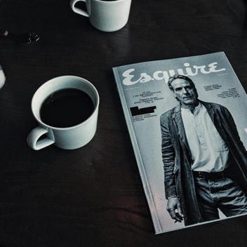 Coffee and magazine - image gratuit #373527