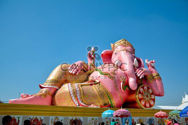 Большой розовый статуя индуистского бога Ганеша - бесплатный image #380497