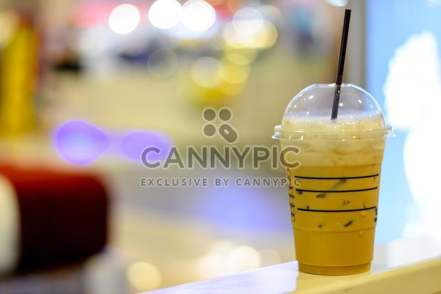 Café avec de la glace dans la tasse en plastique - image gratuit #380507