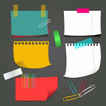 paper notes with paperclips set - vector gratuit #132937