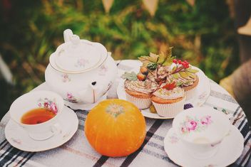 Tea, muffins and pumpkin on the table - image #136247 gratis