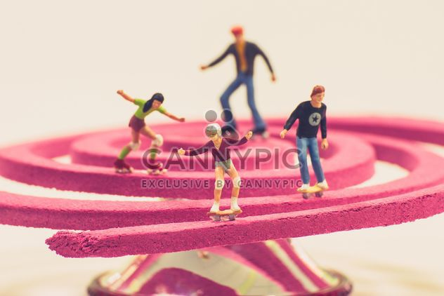 Miniature people with skateboards and roller skates - Free image #136377