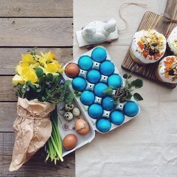 Easter eggs and flowers - image #136527 gratis