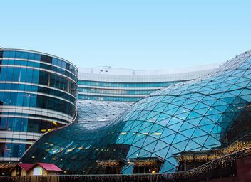 Golden Terraces, modern shopping center in downtown of Warsaw - image #136637 gratis