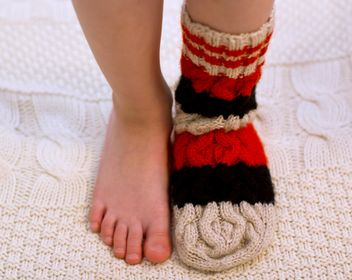 Child's feet in warm sock - image #182557 gratis