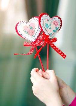 Decorative hearts in hands - image #182677 gratis