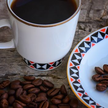 Coffee beans and cup of coffee - image #182867 gratis