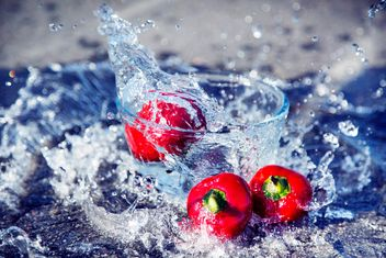 amazing photo-shoot with splashing water and red pepper - image gratuit #182887